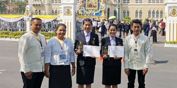 """นักศึกษา ม.นครพนม รับโล่รางวัล""""เด็กและเยาวชนดีเดน ประจำปี 2563"""